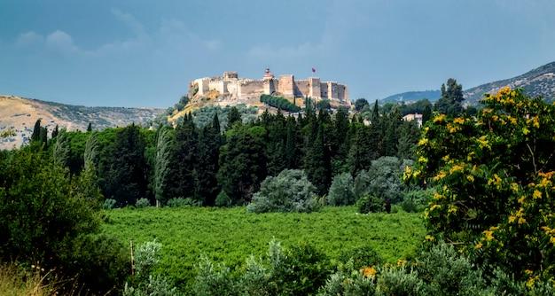 Castelo de ayasuluk na colina de ayasuluk, selcuk, éfeso, turquia