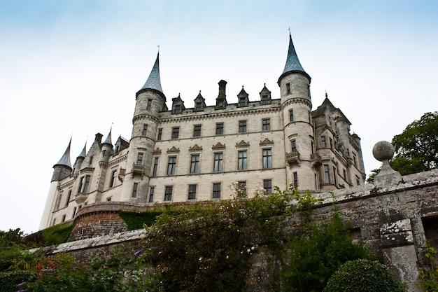 Castelo de dunrobin em sutherland, escócia. bom para conceitos ligados a contos.