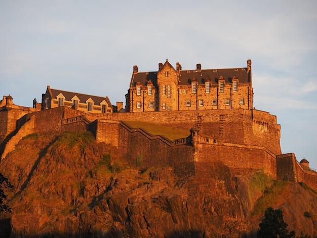 Castelo de edimburgo ao pôr do sol