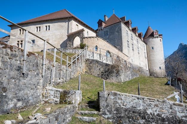 Castelo de gruyères, suíça Foto Premium
