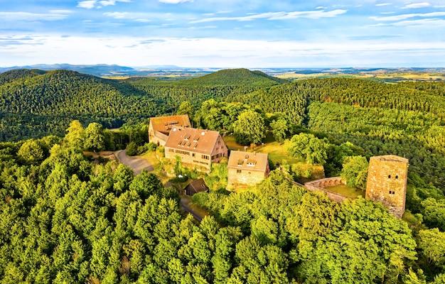 Castelo de hunebourg nas montanhas de vosges - bas-rhin, alsácia, frança
