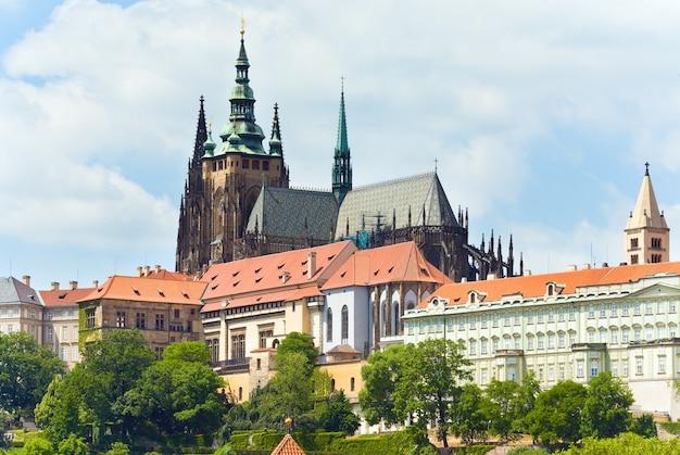 Castelo de praga, residência dos príncipes e reis da boêmia e a catedral de são vito. república checa.