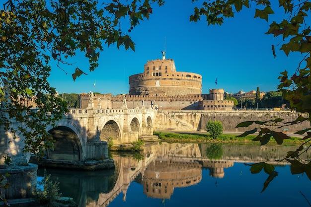 Castelo de santo anjo em roma, itália durante o dia