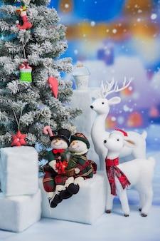 Castelo de show de brinquedo branco com veados e bonecos de neve