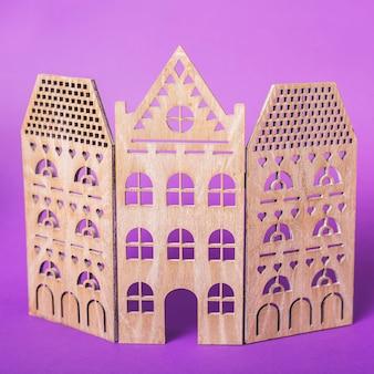Castelo decorativo de madeira para o halloween