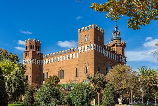 Castelo dos três dragões em barcelona Foto Premium