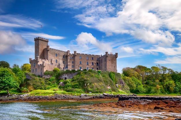Castelo dunvegan na ilha de skye Foto Premium