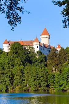 Castelo histórico medieval de konopiste na república tcheca, no centro da boêmia
