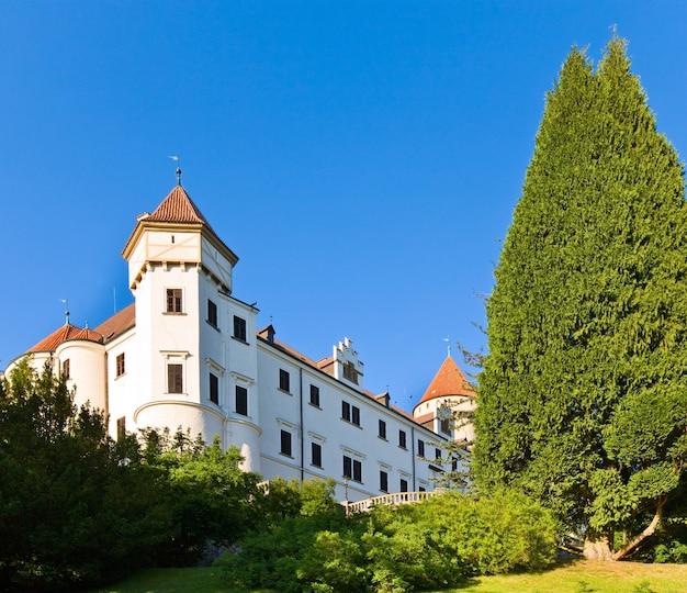 Castelo histórico medieval de konopiste na república tcheca