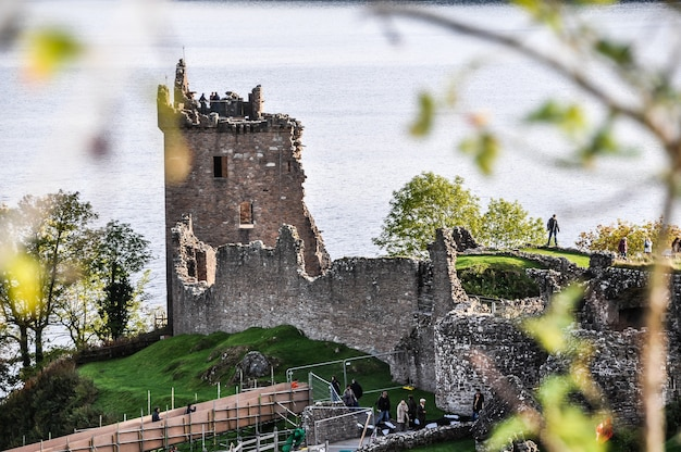 Castelo lago escócia