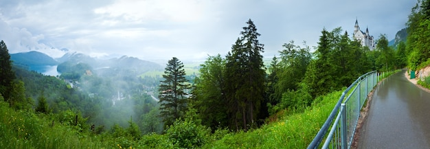 Castelo medieval histórico de neuschwanstein na baviera, alemanha.