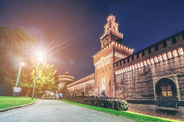 Castelo sforza (castello sforzesco) em milão, itália