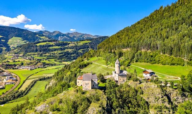 Castelo sprechenstein ou castel pietra no tirol do sul, itália