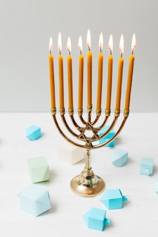 Castiçal judeu de close-up para hanukkah