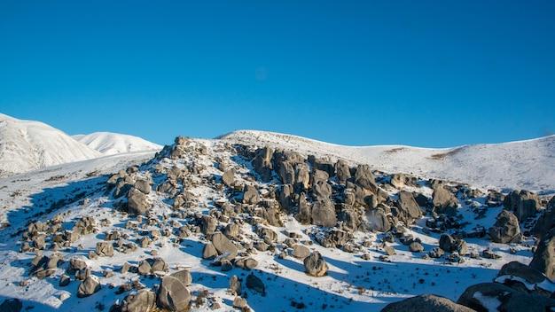 Castle hill após a explosão de neve no inverno