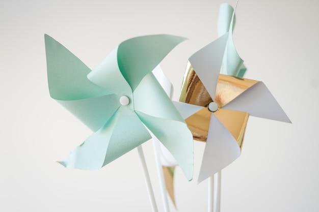 Cata-vento de papel. acessórios decorativos para férias, festas infantis de aniversário.