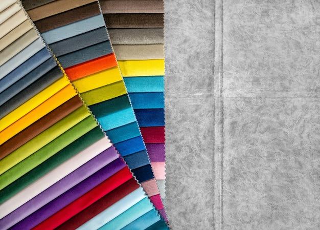 Catálogo de amostras de tecidos coloridos brilhantes para fabricação de móveis. coleção de tecidos para móveis.