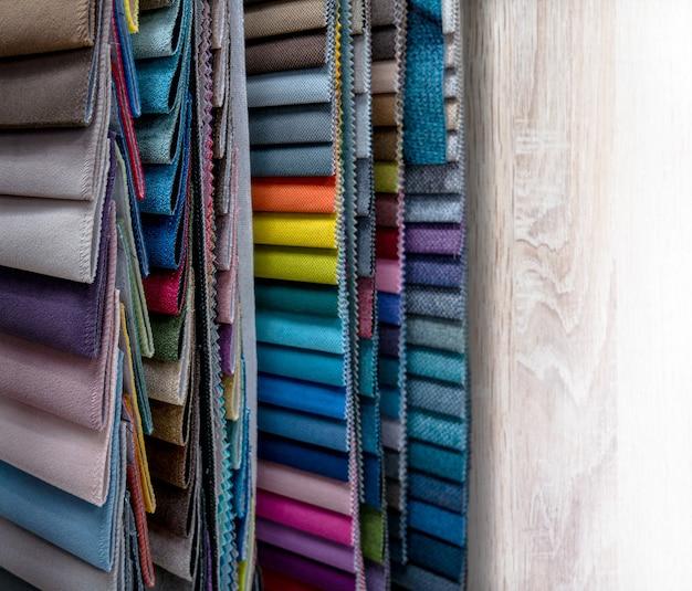 Catálogo de amostras de tecidos coloridos para fabricação de móveis desfocagem de coleção de tecidos de móveis