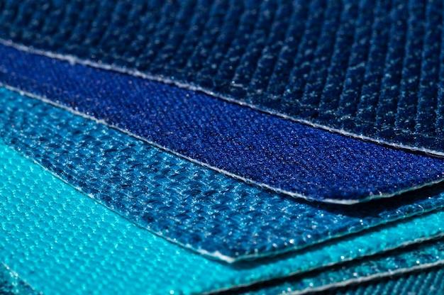 Catálogo de tecidos em tons de azul turquesa