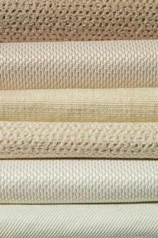Catálogo de tecidos em tons de bege branco