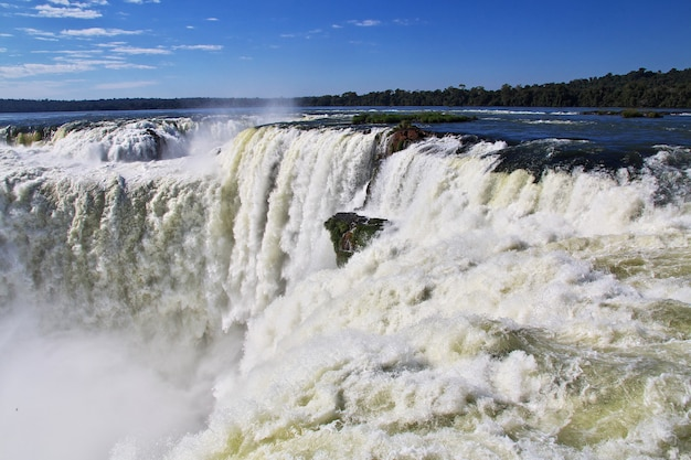 Cataratas do iguaçu na argentina e no brasil