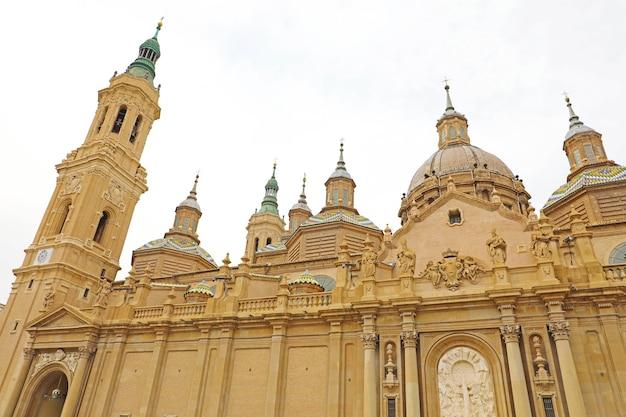 Catedral basílica de nossa senhora do pilar em saragoça, aragão, espanha