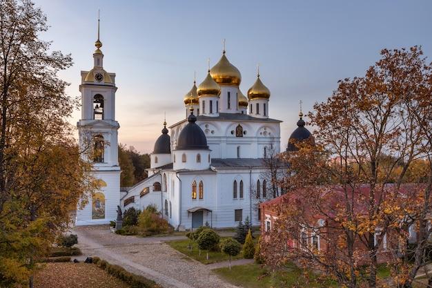 Catedral da assunção em dmitrov kremlin dmitrov rússia