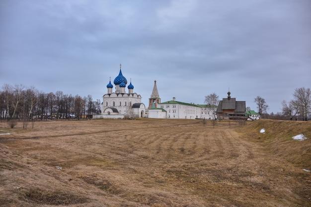 Catedral da natividade da virgem no território de suzdal kremlin