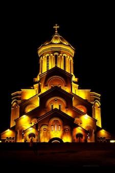 Catedral da santíssima trindade de tbilisi, comumente conhecida como sameba, na geórgia.