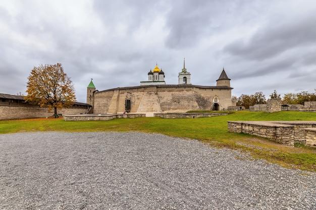 Catedral da trindade, cidade de pskov kremlin krom pskov, rússia