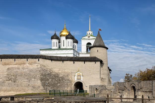 Catedral da trindade de pskov kremlin, pskov rússia