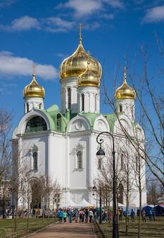 Catedral de catarina ortodoxa na cidade de pushkin (tsarskoye selo)