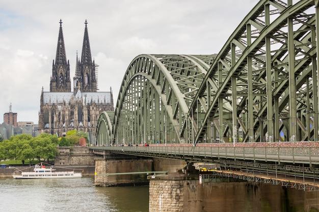 Catedral de colônia e ponte hohenzollern