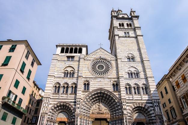 Catedral de gênova na luz do dia