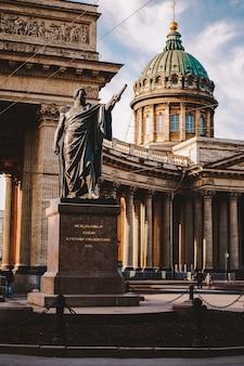 Catedral de kazan em são petersburgo, linda luz da manhã, sem pessoas