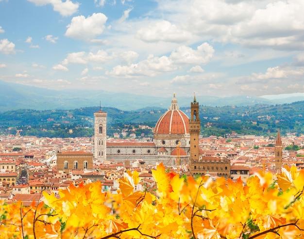 Catedral de santa maria del fiore em um dia de outono, florença, itália