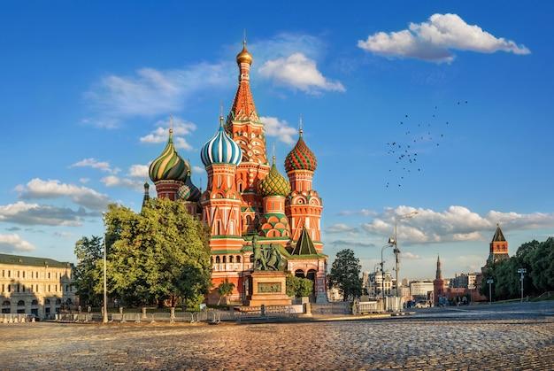 Catedral de são basílio na praça vermelha do kremlin em moscou