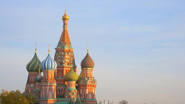 Catedral de são basílio na praça vermelha, kremlin de moscou, rússia.