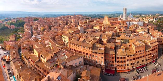 Catedral de siena, em um dia ensolarado na toscana, itália