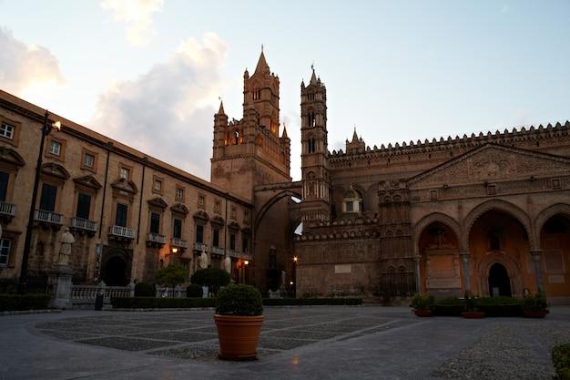 Catedral de vergine maria santissima assunta em cielo, palermo