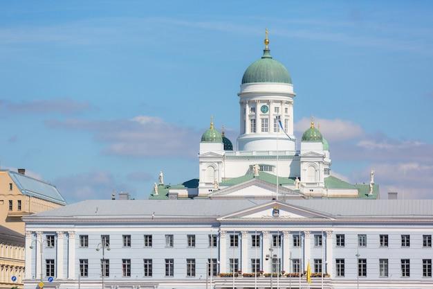 Catedral luterana e câmara municipal em helsínquia