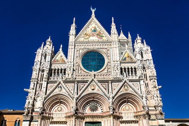 Catedral metropolitana de santa maria da assunção em siena, itália