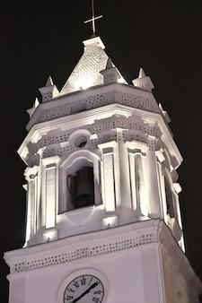 Catedral metropolitana do panamá em casco viejo à noite na cidade do panamá