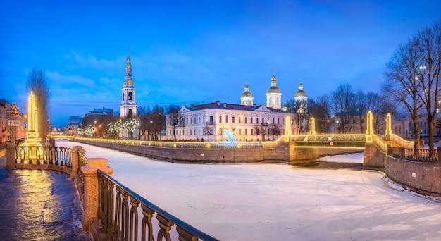 Catedral naval nikolsky e ponte krasnogvardeisky em são petersburgo