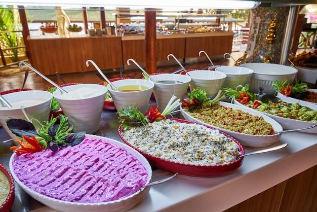 Catering buffet em restaurante de luxo
