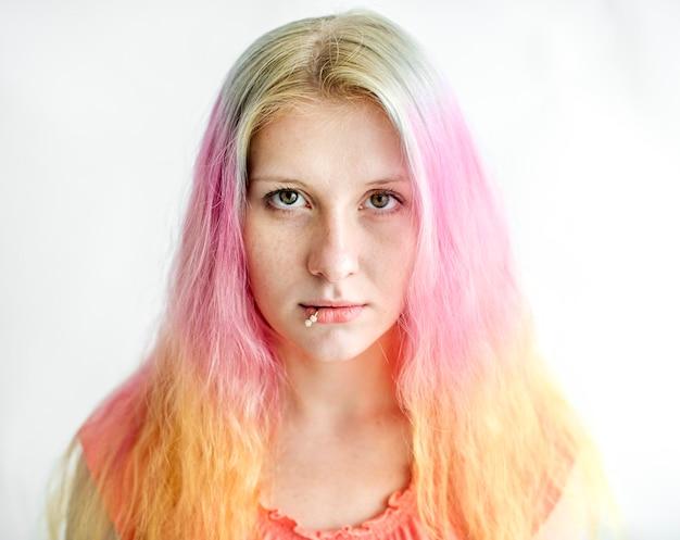 Caucasiano, mulher, com, cor cabelo, morrendo, estrelando