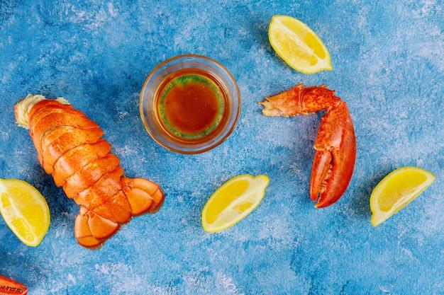 Cauda de lagosta cozida, lagosta com molho de limão e manteiga