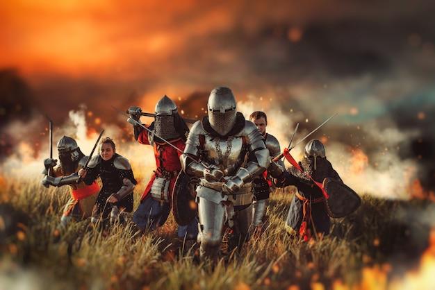 Cavaleiros medievais no campo de batalha