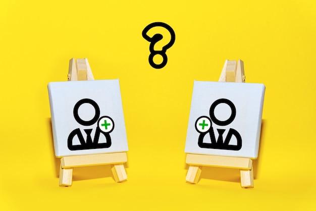 Cavaletes com um novo funcionário simbolizam o recrutamento de membros da equipe. formação e pessoal da equipe do projeto. pesquisando, contratando novos candidatos.