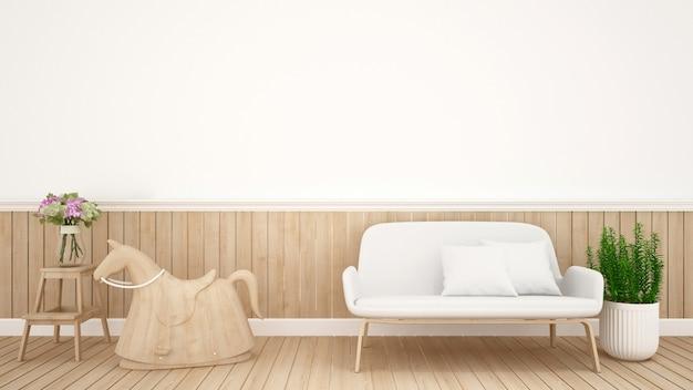 Cavalo de balanço e sofá na sala de criança no berçário - design de interiores